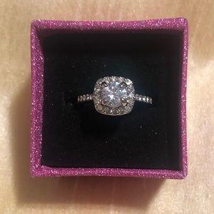 Jewelry - Crystal elegant ring